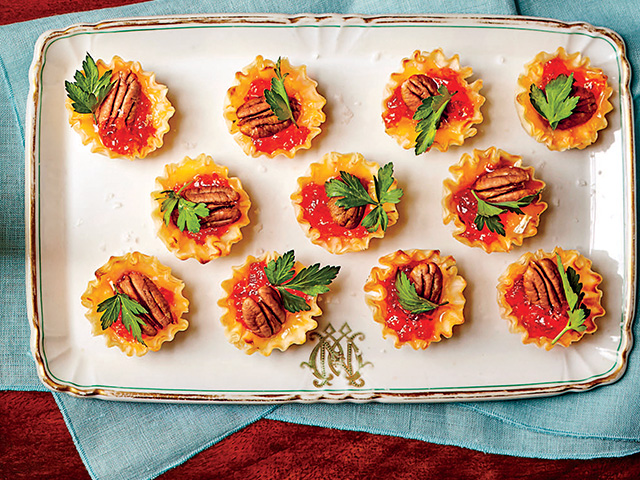 Cook a southern living christmas meal cbn holiday party food southern style forumfinder Choice Image