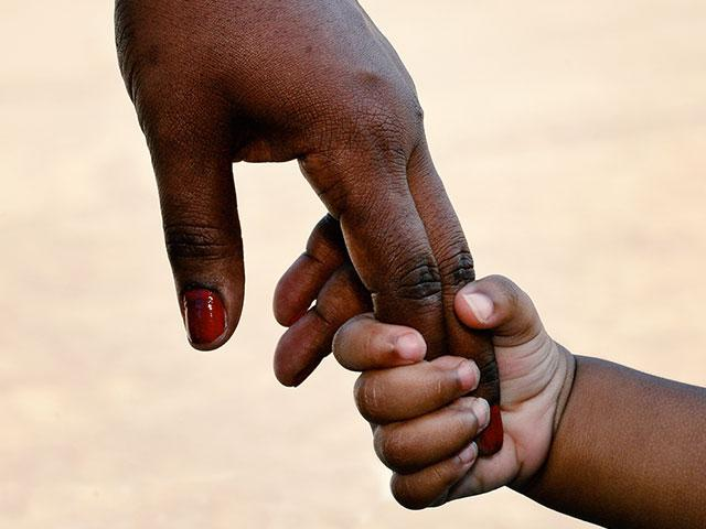 africanamericanmotherchildhandsas