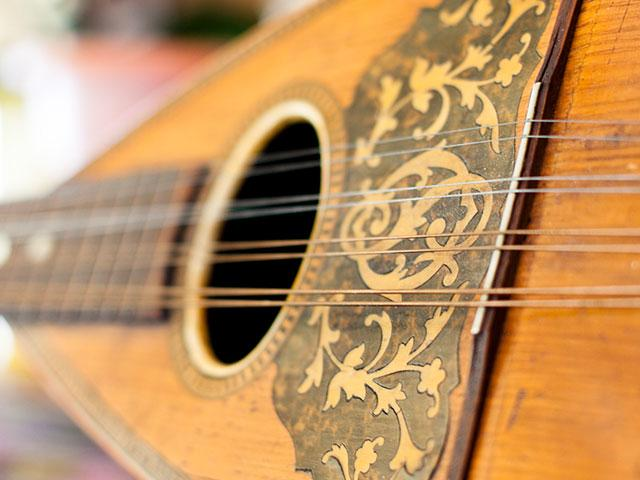 antique-mandolin-music_si.jpg