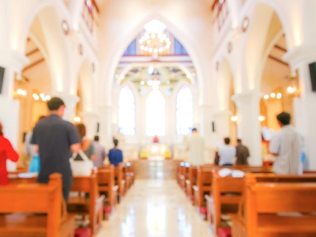 blurred-christian-mass_si.jpg