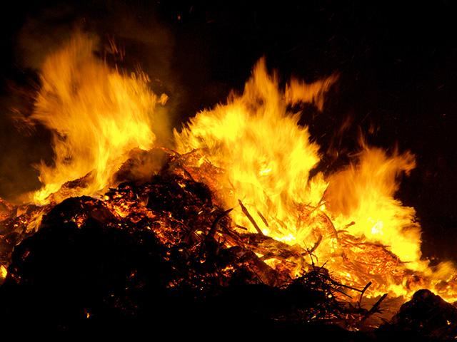 bonfire-burning-fire_SI.jpg