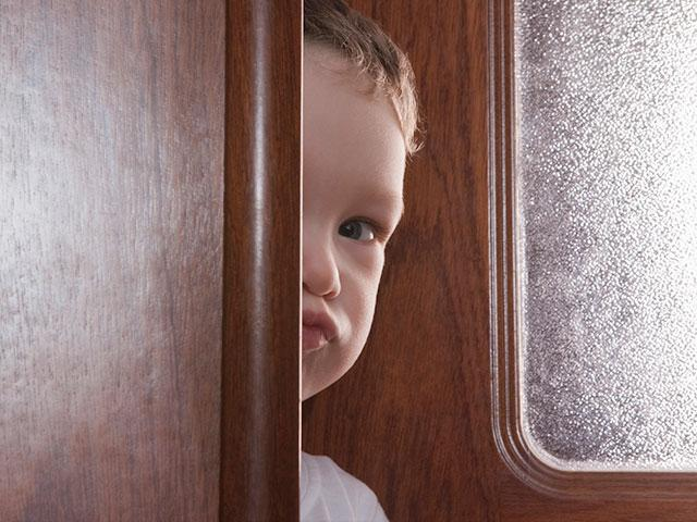 boy-child-peek