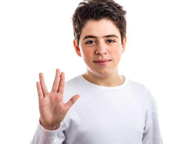 boy-vulcan-salute_SI.jpg