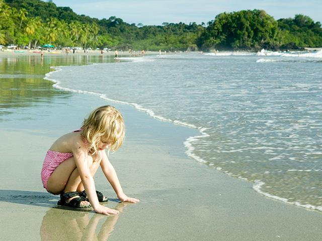 child-lost-beach_SI.jpg