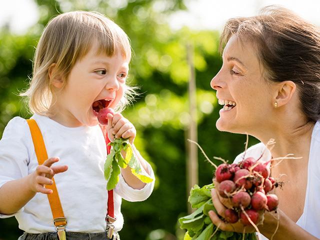 child-vegetable-garden_si.jpg