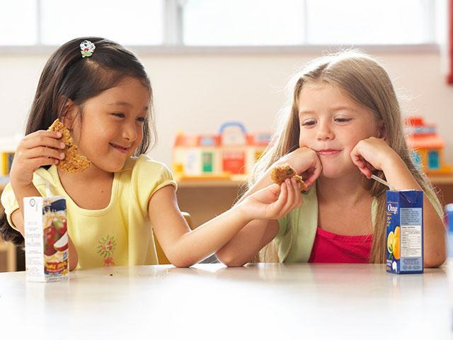 children-sharing-cookie_SI.jpg