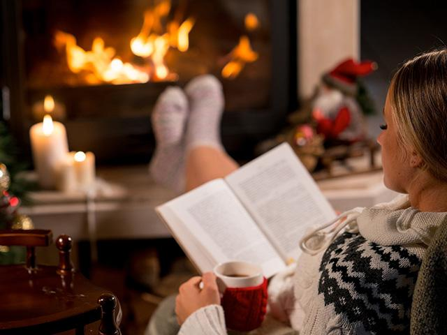 christmas-book-fireplace_si.jpg