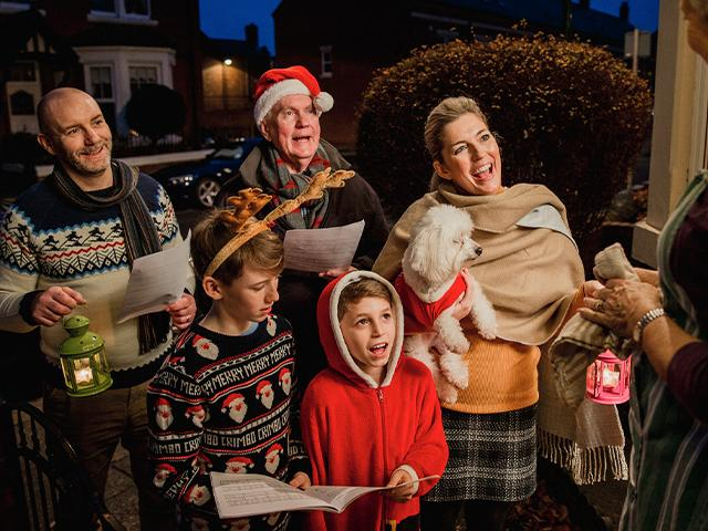 christmas-carolers-singing_si.jpg