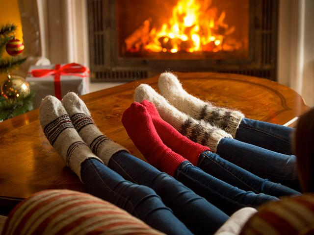 christmas-fireplace-socks_si.jpg