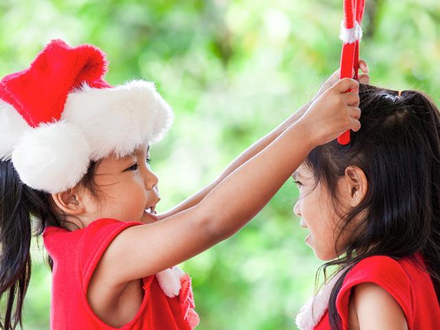 christmas-girls-kindness_si.jpg
