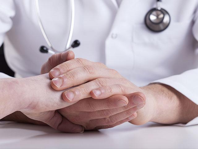 doctor-comfort-sick