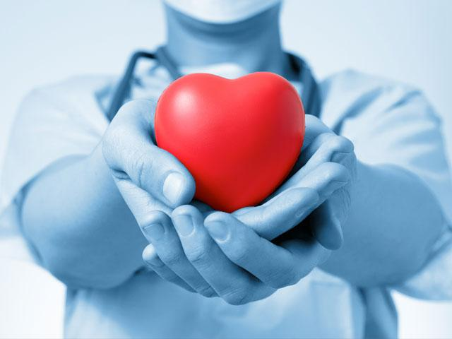 doctor-holding-heart_SI.jpg