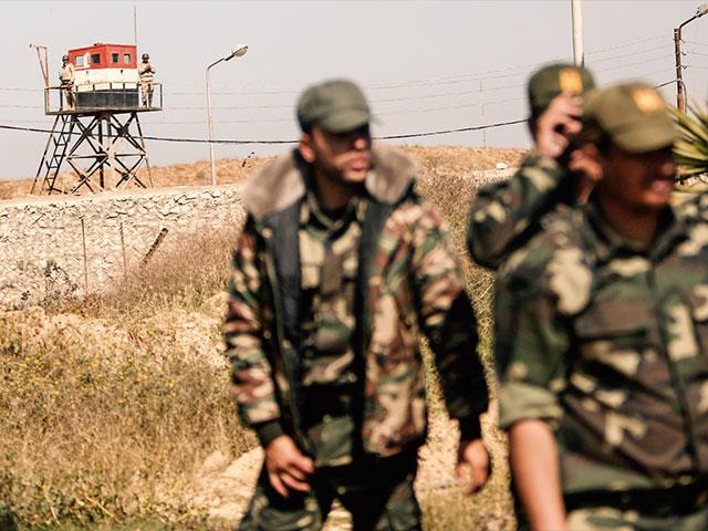 Egyptian soldiers along the border with Gaza, Photo, AP