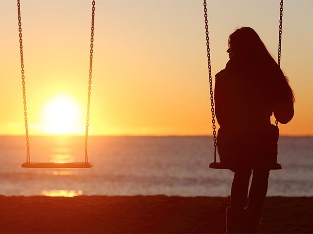 empty-swing-mother_si.jpg