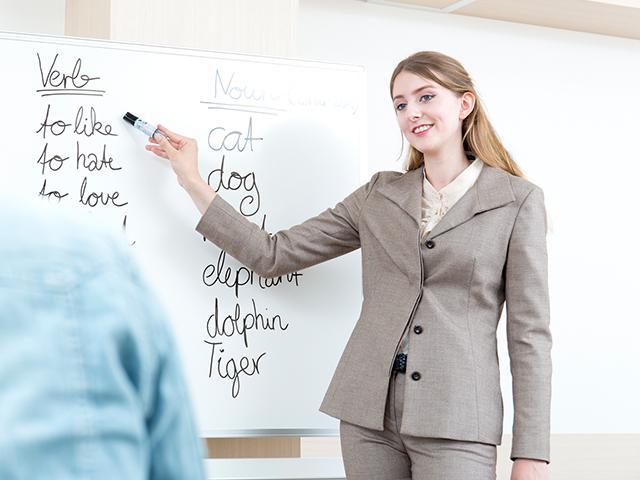 english-class-teacher_SI.jpg