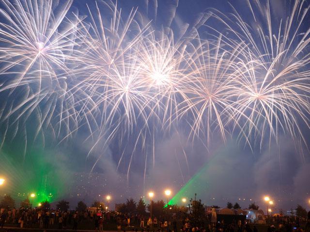 fireworks-night-crowd_si.jpg