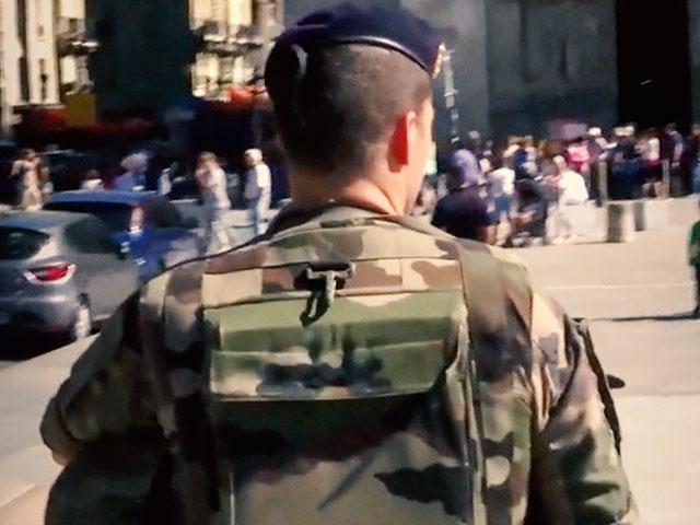 frenchfrancepoliceman