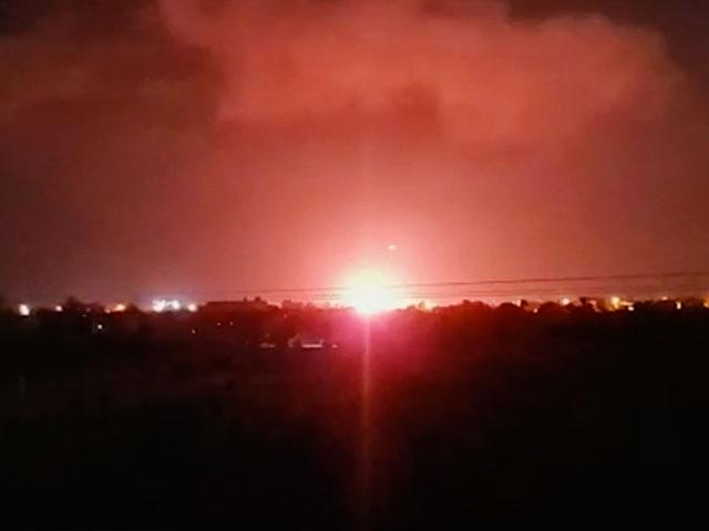 Explosion in Khan Younis, Gaza from Israeli warplanes. Jul. 26, 2021. (AP)