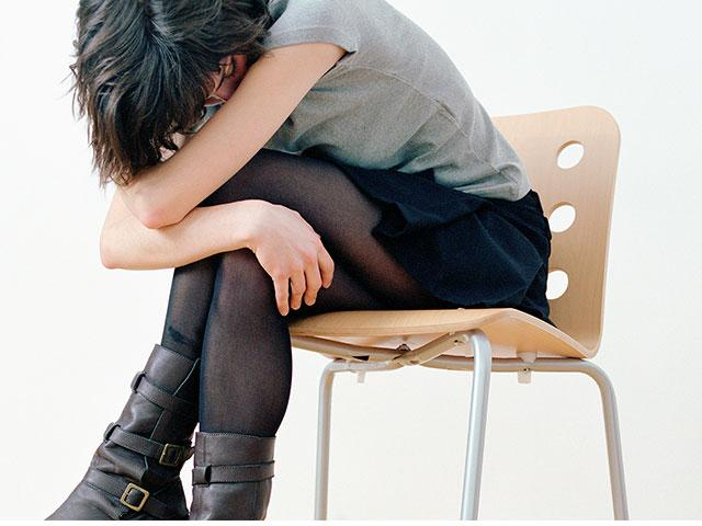 girl-sad-chair_SI.jpg