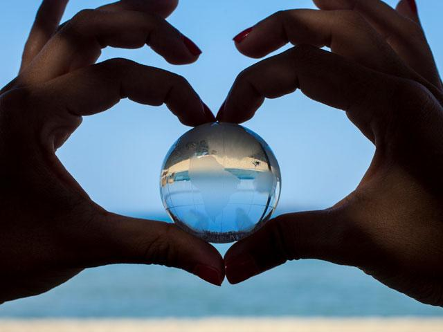 globe-love-nature_SI.jpg