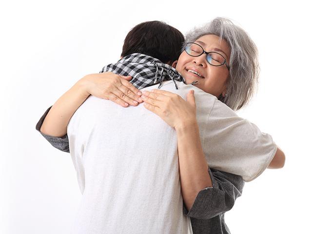grandmother-grandson-hug_SI.jpg