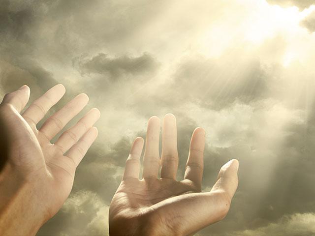 hands-reaching-sky