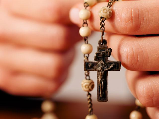 hands-rosary-pray_SI.jpg