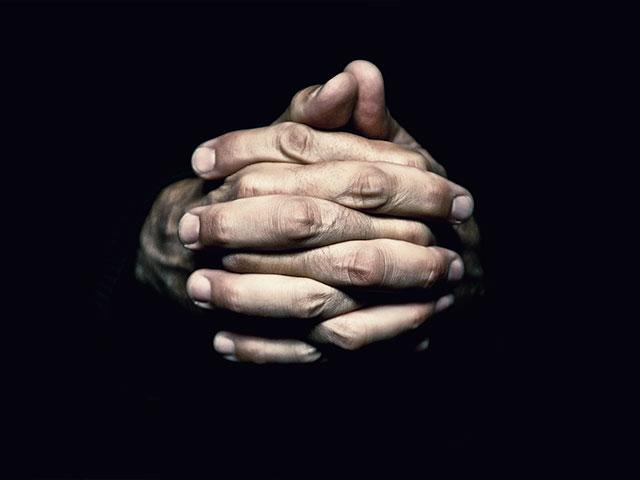 handsfoldedprayerdarkas