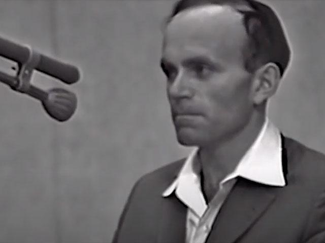 Holocaust survivor Joseph Zalman Kleinman testifies in the trial of Nazi leader Adolf Eichmann. YouTube screenshot.