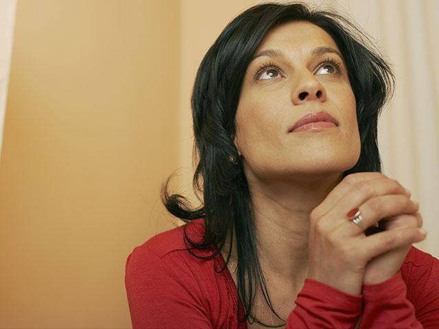 hopeful-woman-praying