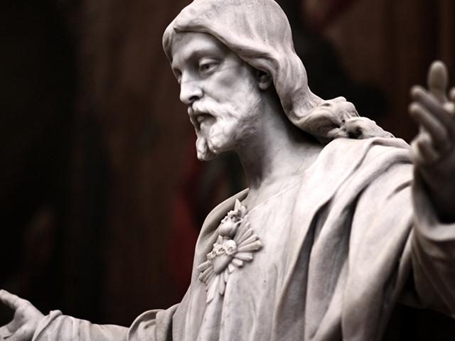 Jesus Christ statue with arms wide open