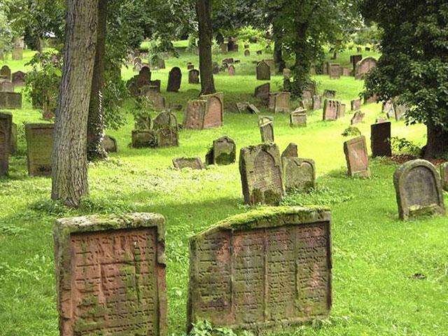 "Jewish Cemetery ""Holy Sands"" (in German ""Heiliger Sand) 28 August 2010. Credit: Diemoehnis, Wiki Commons"