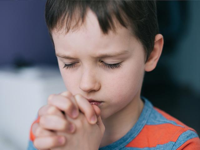little-boy-praying