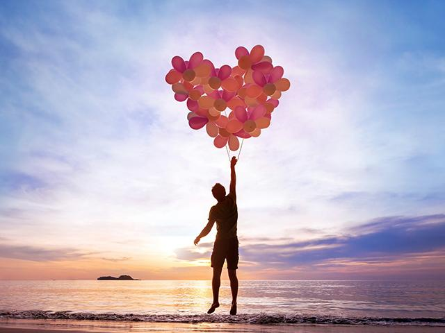 love-balloons-beach_si.jpg