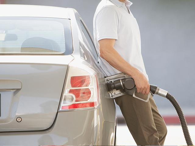 man-pumping-gas_SI.jpg