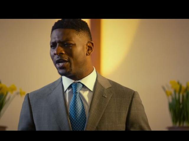 LaDainian Tomlinson as Pastor Williams. Screenshot courtesy: God Bless the Broken Road/Youtube
