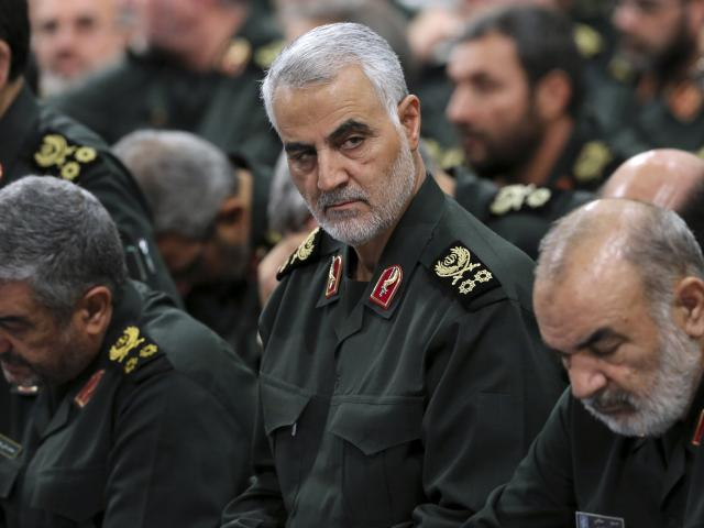 Iranian Gen. Qassem Soleimani, center, attends a meeting in Tehran, Iran, Sept. 18, 2016 (AP photo)