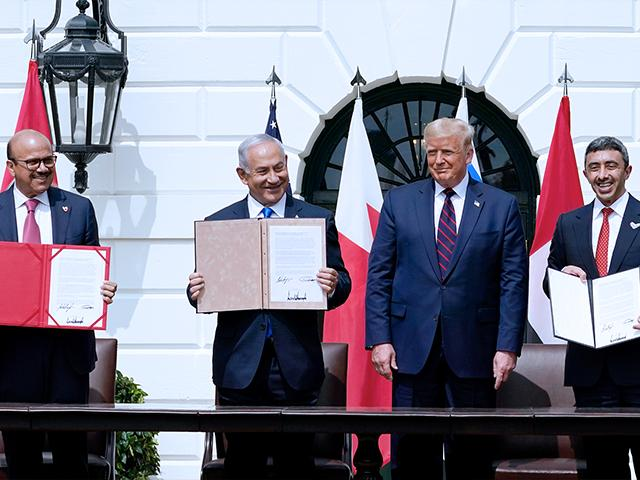 President Trump with, from left, Bahrain Foreign Minister Khalid bin Ahmed Al Khalifa, Israeli Prime Minister Benjamin Netanyahu, and UAE Foreign Minister Abdullah bin Zayed al-Nahyan, during the Abraham Accords signing (AP Photo/Alex Brandon)