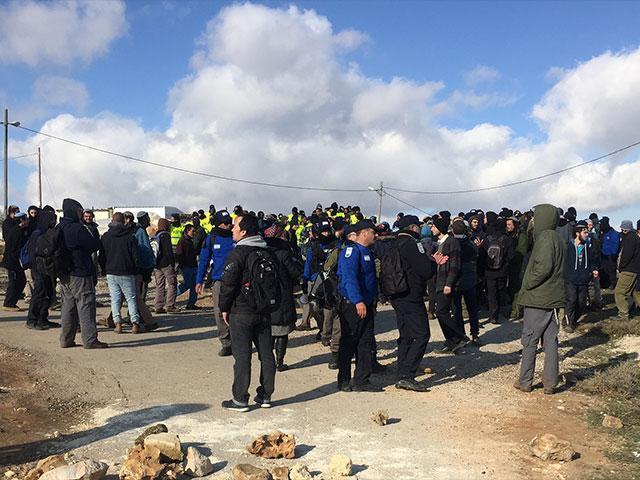 Amona Evacuation, CBN News image, Julie Stahl