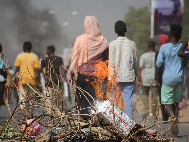 n this Monday Oct. 25, 2021 file photo, pro-democracy protesters use fires to block streets to condemn a takeover by military officials in Khartoum, Sudan. (AP Photo/Ashraf Idris, File )