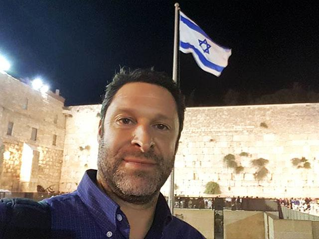 Ari Fuld at the Western Wall, Photo, FB
