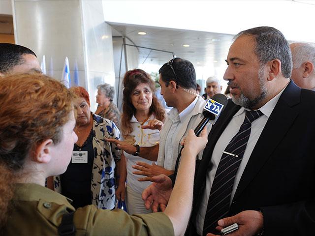 Avigdor Lieberman speaks to the press, Courtesy GPO, Moshe Milner