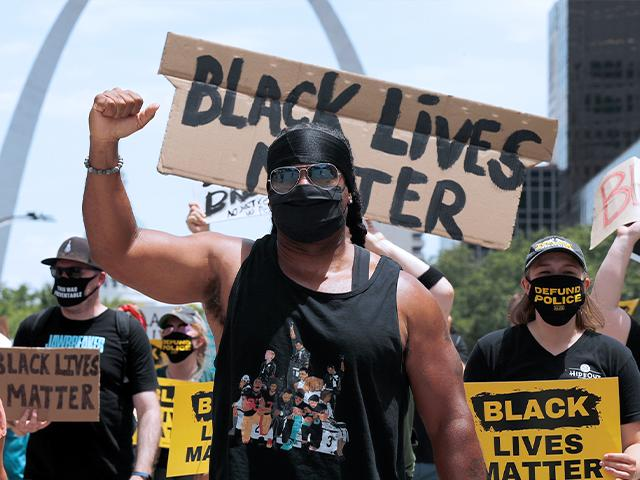 Image source: (AP Photo/Jeff Roberson)