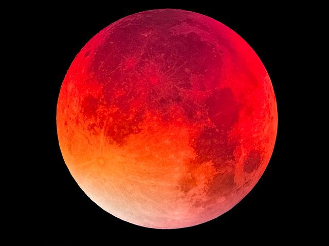 Trump Was Born on a 'Blood Moon' - Australian Pastor Points to