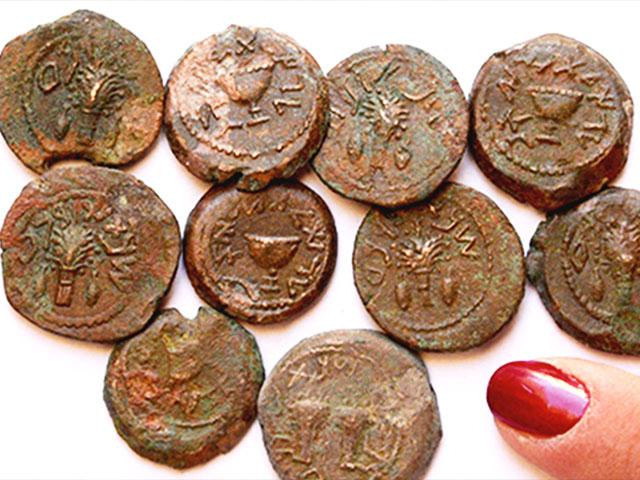 'Freedom' and 'Redemption' Coins from Ophel Cave, Photo, Dr. Eilat Maza