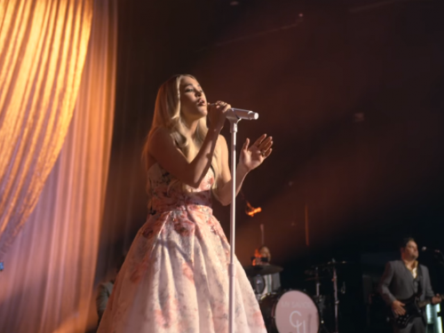 Screenshot: Facebook/Carrie Underwood performs Easter morning from the Ryman Auditorium in Nashville, April 4, 2021