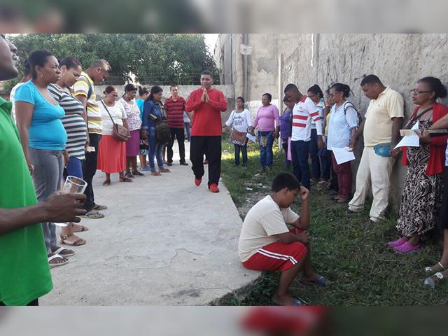 En distintos puntos de Cartagena, creyentes se reunieron a orar (Foto: AMEB)
