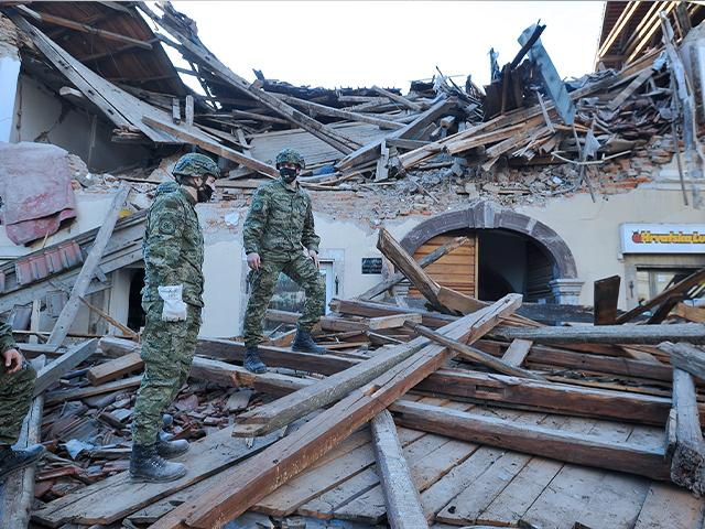Quake Aftershocks Keep People Out of Homes in Croatia thumbnail