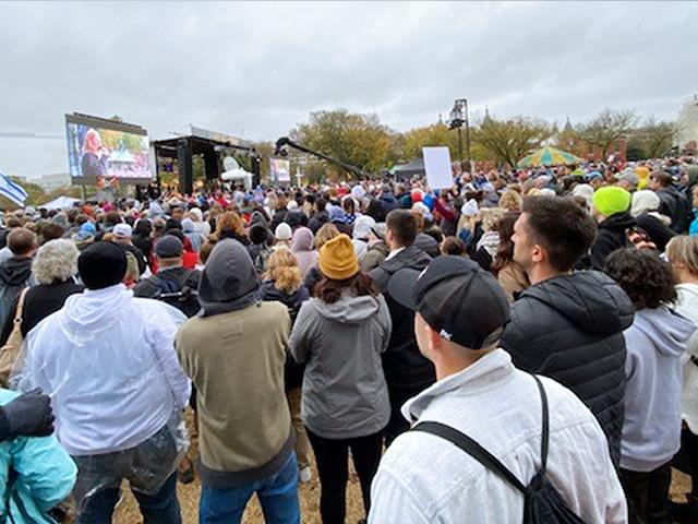 "Tens of thousands of Christians gathered in the US capital on Sunday, Oct. 25 for the ""Let Us Worship"" rally (Photo: Paul Strand/CBN News)"