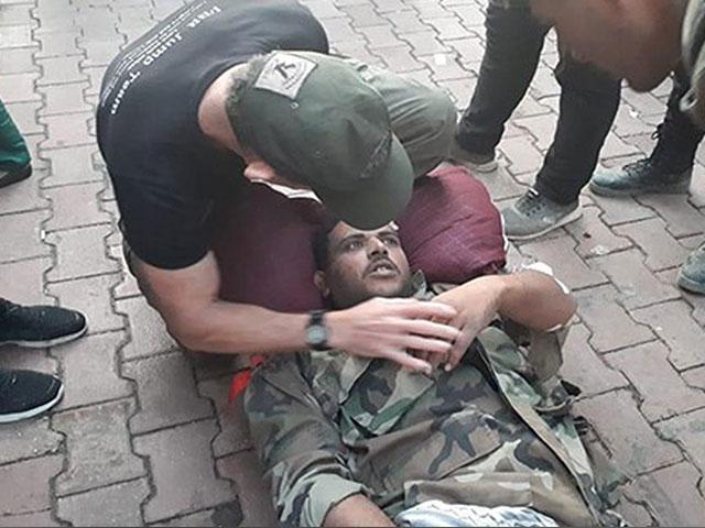 Dave Eubank Helping Injured Syrian Soldier/FBR